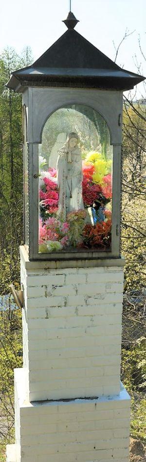 Kapliczka Na Początku Ul. Mickiweicza Od Ul. Kościelnej