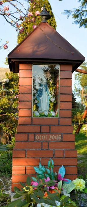 Kapliczka Na Podwórku U P. Z. Ul. Piastowska