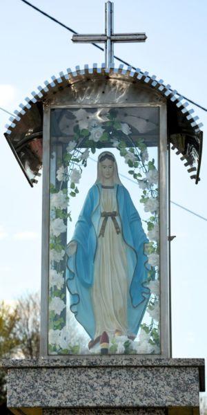 Kapliczka Na Ul. Tuchowskiej (na Rogu) Ostry Zakręt  Posesja P. H