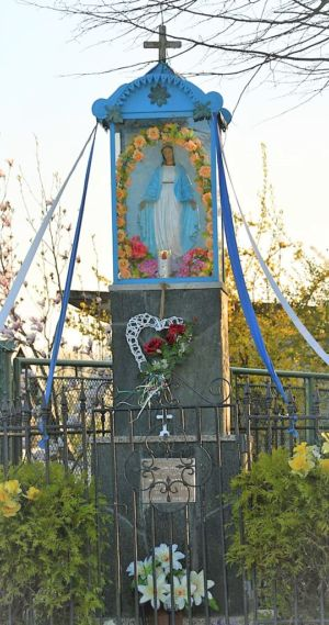 Kapliczka Ul. Piastowska Przy Posesji P. K. I L