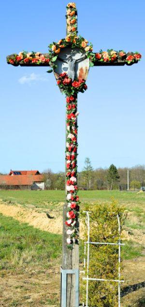 Krzyż Przy Ul. W Jagiełły Obok P. S