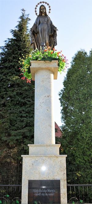 Pomnik W Stulecie Odzyskania Niepodległości Matki Boskiej Niepokalanej Ul. Tarnowska Obok Posesji P. S. 2