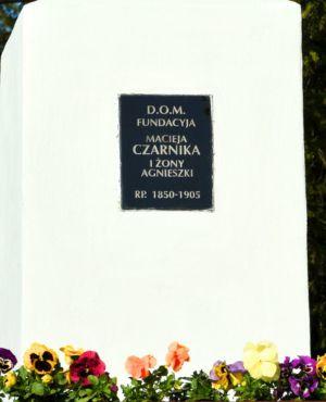 Zbliżenie Fundatorów Kpliczki Ul. W. Jagiełły Przy Posesji P.Cz. (2)