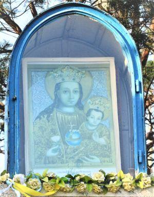 Zbliżenie Kapliczki Ul. Tuchowska Za Krzyżówką Z Ul. Piastowską